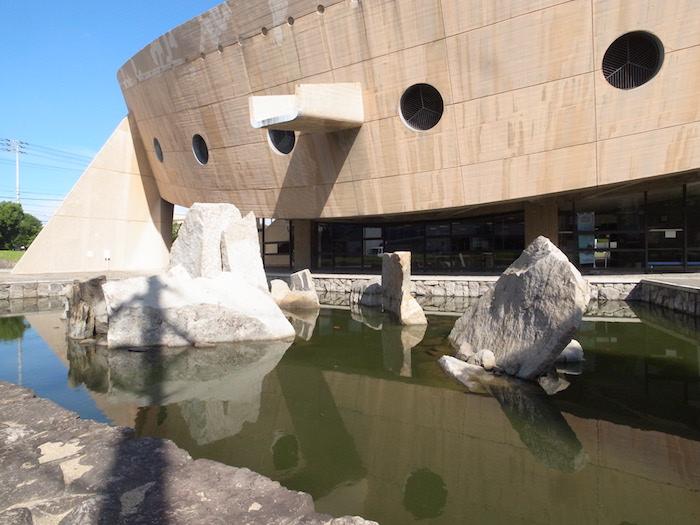 香川県立体育館池